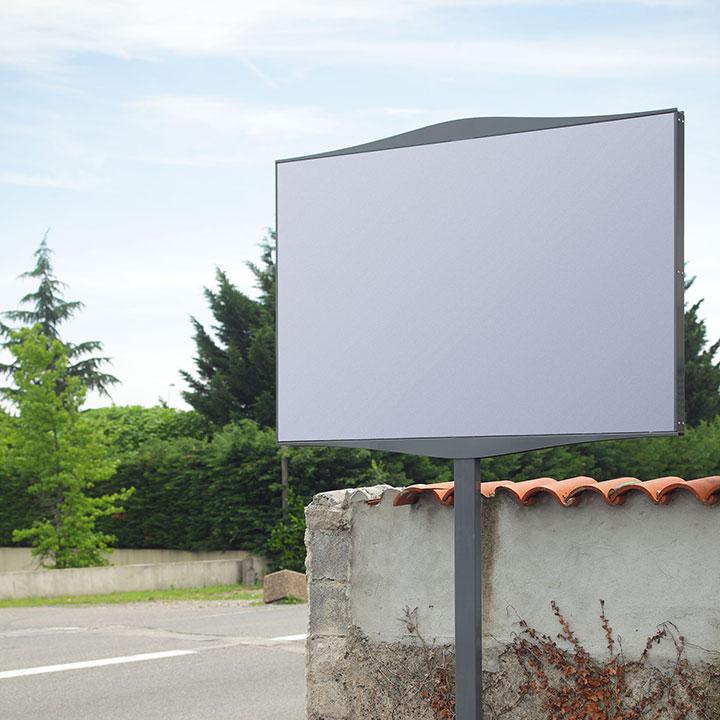 Single roadside sign