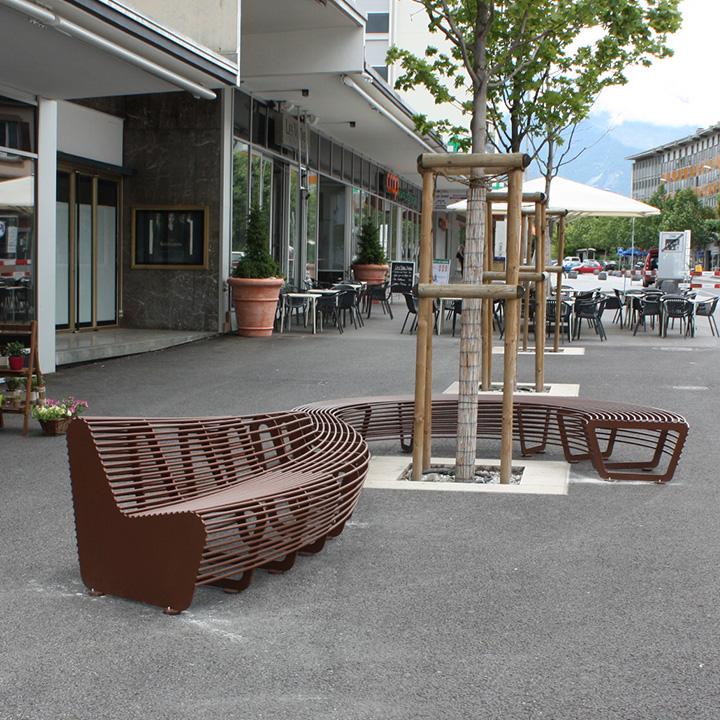 banc circulaire en m tal pour espaces publics. Black Bedroom Furniture Sets. Home Design Ideas