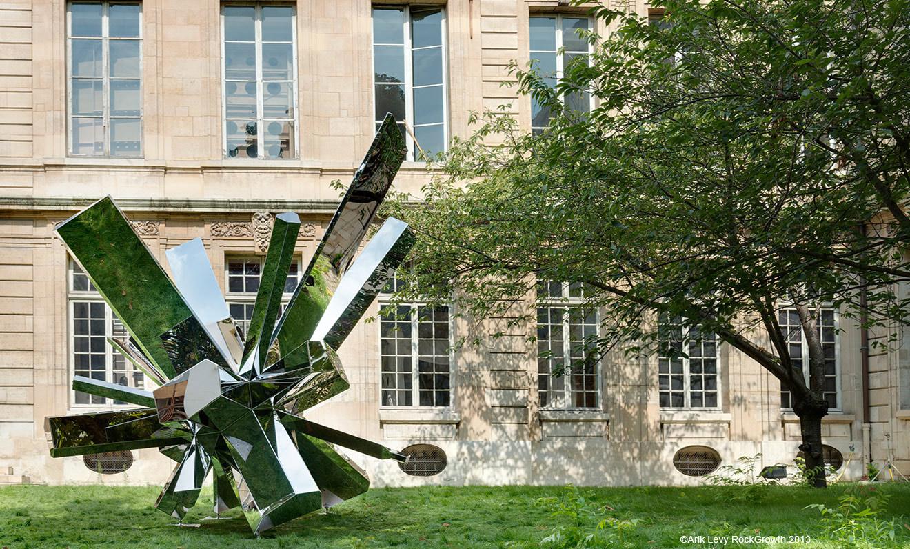 Découvrez la sculpture RockGrowth par Arik Lévy