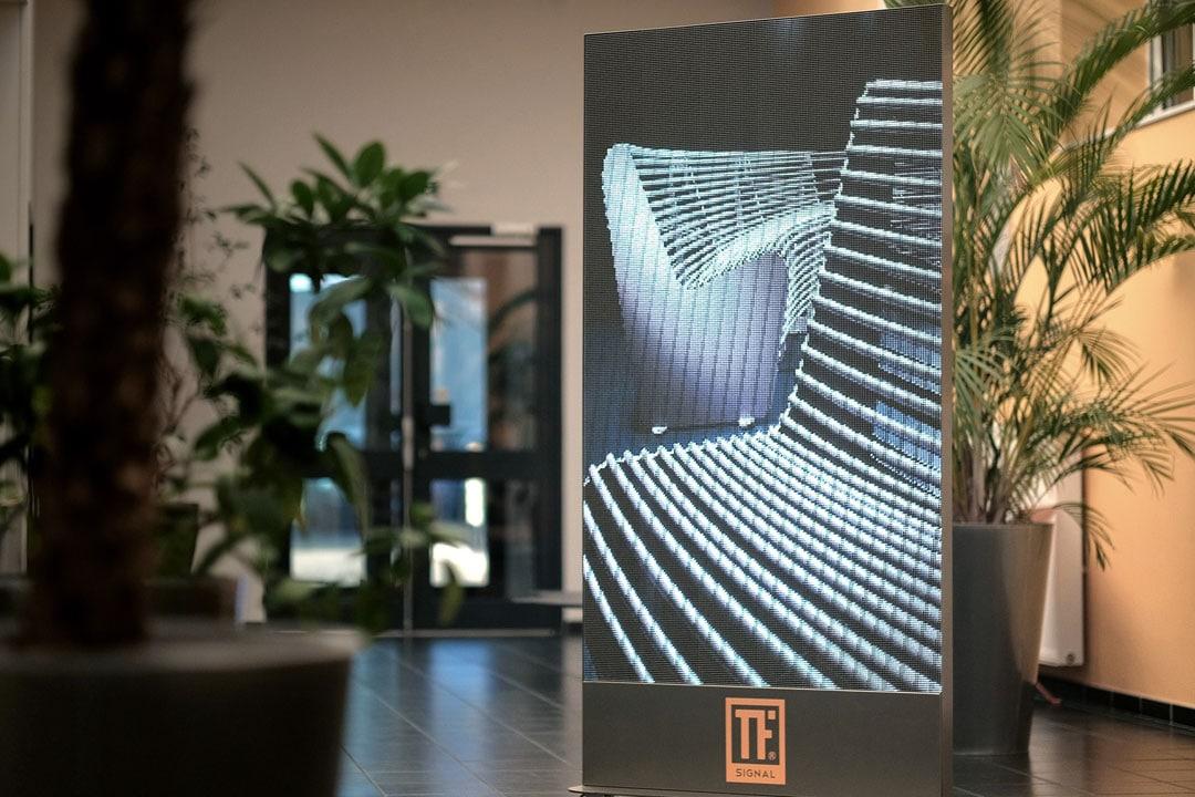 totem led connect support mobile pour publicit digitale. Black Bedroom Furniture Sets. Home Design Ideas