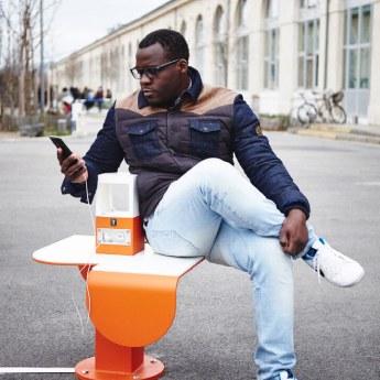 banc-urbain-recharge-telephone-nomad