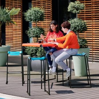 table haute de bar urbaine métal pour restaurant