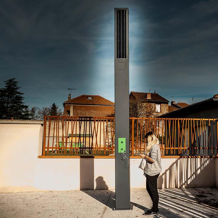 Mobilier urbain digital : borne de chargement