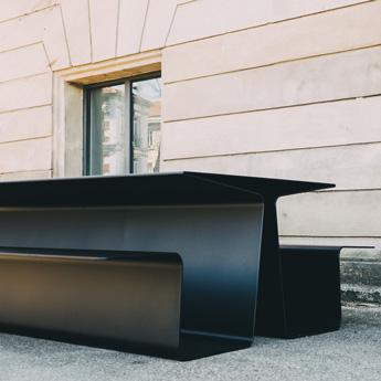 Table-banc urbaine connectée
