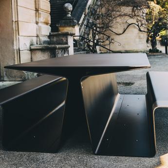 Table picnic urbaine connectée en métal