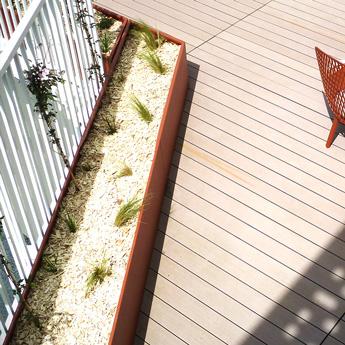 Gamme de jardinières publics design et sur mesure pour villes et collectivités. Nos jardinières urbaines s'adaptent à vos besoins.