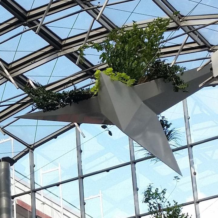 Mobilier urbain jardinière suspendue