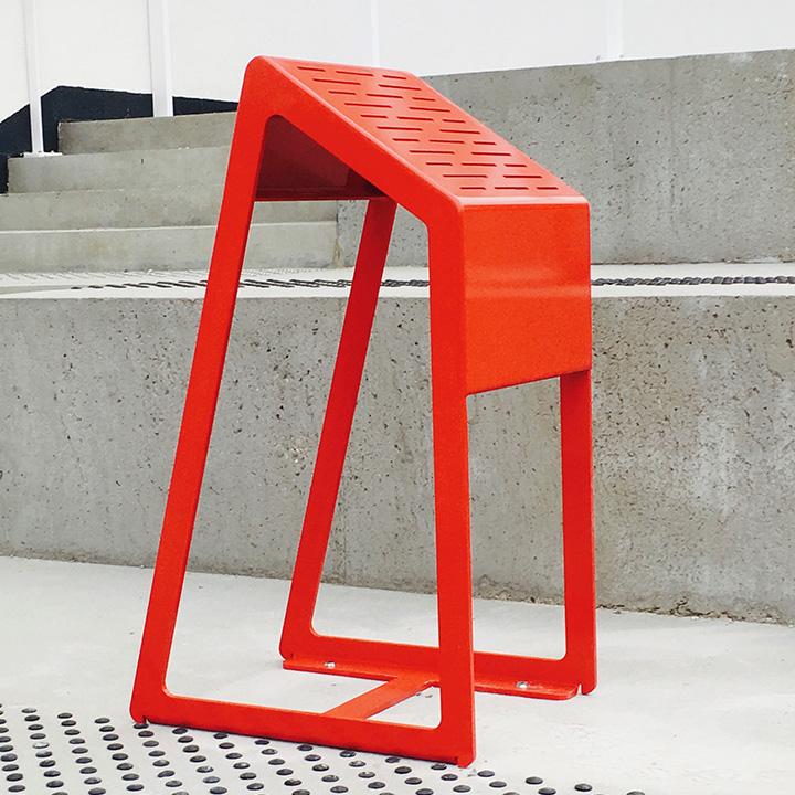 Mobilier urbain chaise assis debout Linéa